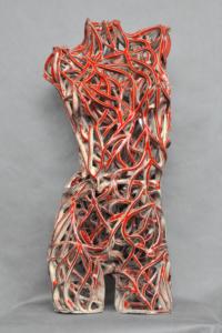 Keramik-skulptur: Torso weiß-rot. Option 2.