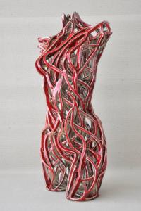 Keramik-skulptur: Torso rot. Seite.