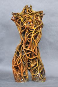 Rzeźba ceramiczna: tors złoty żółty